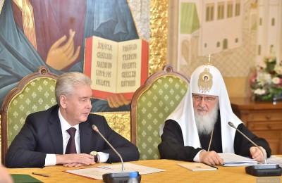 Собянин и Патриарх Кирилл вручили детям подарки в честь Дня православной книги