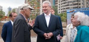 Мэр Москвы Сергей Собянин проверил ход работ в народном парке района Черемушки и услышал мнения ветеранов