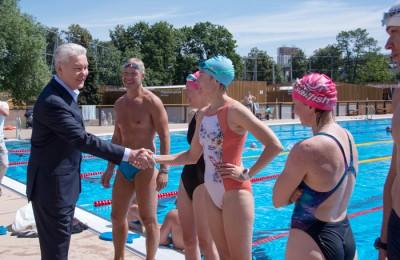 Собянин посетил временный бассейн в Лужниках