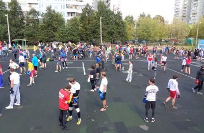 Спортсмены района Орехово-Борисово Северное приняли участие в большой тренировке по боксу на открытом воздухе