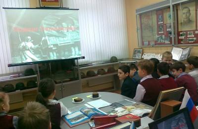 Интерактивные программы, экскурсии и викторины проведут в московских школах ко Дню народного единства