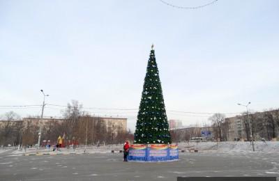 К Новому году в Южном округе установят около 60 крупных искусственных елок