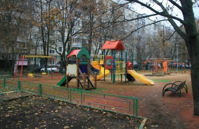 Портал «Наш город» помог жителям района Орехово-Борисово Северное благоустроить свой двор
