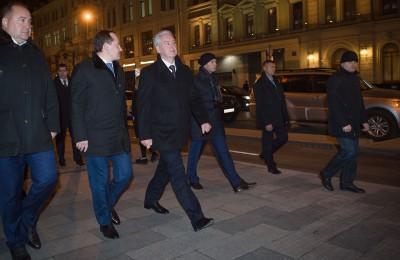 Сегодня мэр Москвы Сергей Собянин осмотрел благоустроенную Неглинную улицу