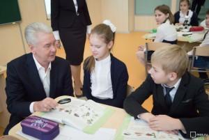 Сергей Собянин сообщил о том, что инвесторы передали в собственность Москвы 53 здания школ, детсадов и поликлиник