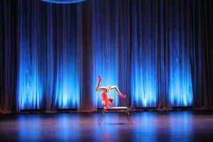 Юная воспитанница цирковой студии «Арена» Ольга Рябчикова