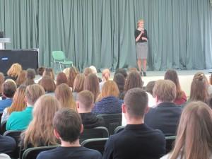 Виктория Захарова  на сцене колледжа «Царицыно»