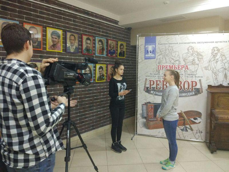 Школьники на интервью в МОГТЮЗе
