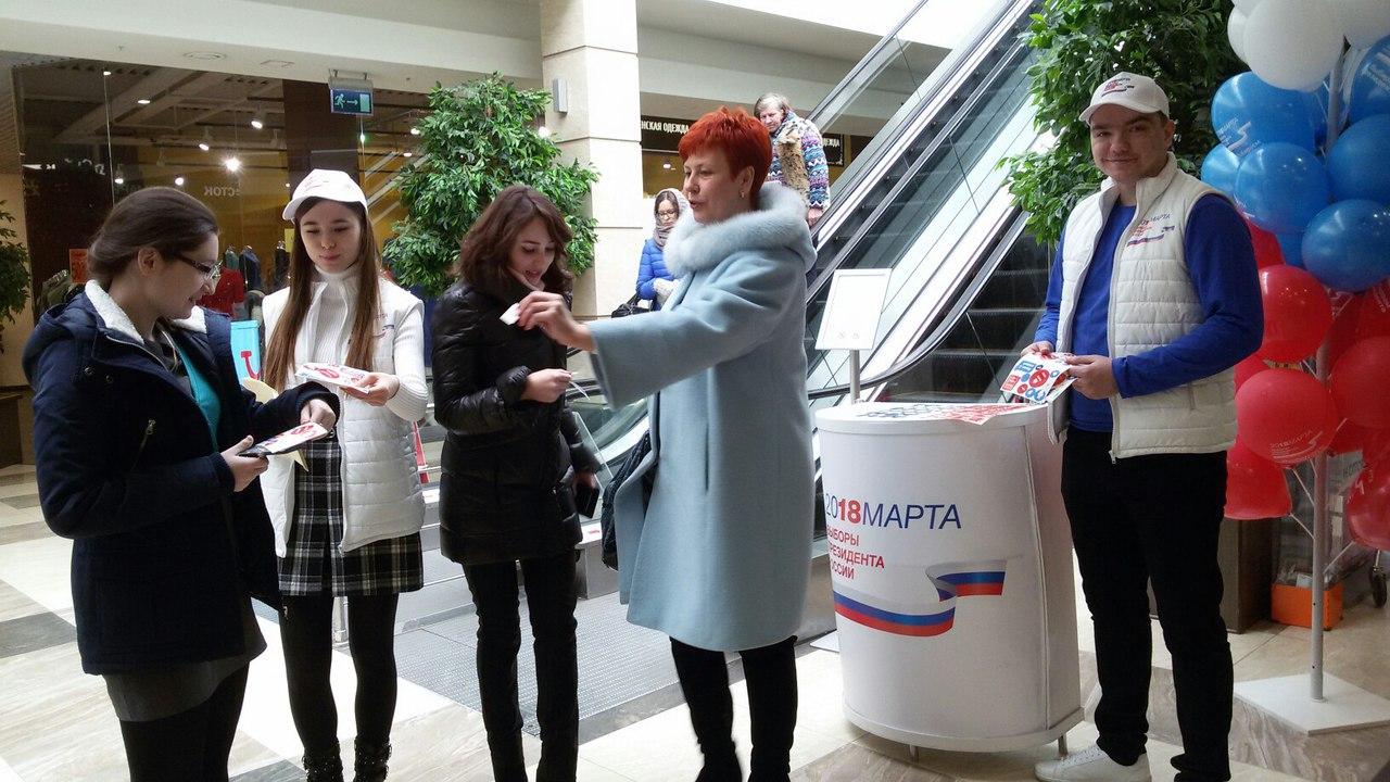 Депутат Елена Коннова на акции