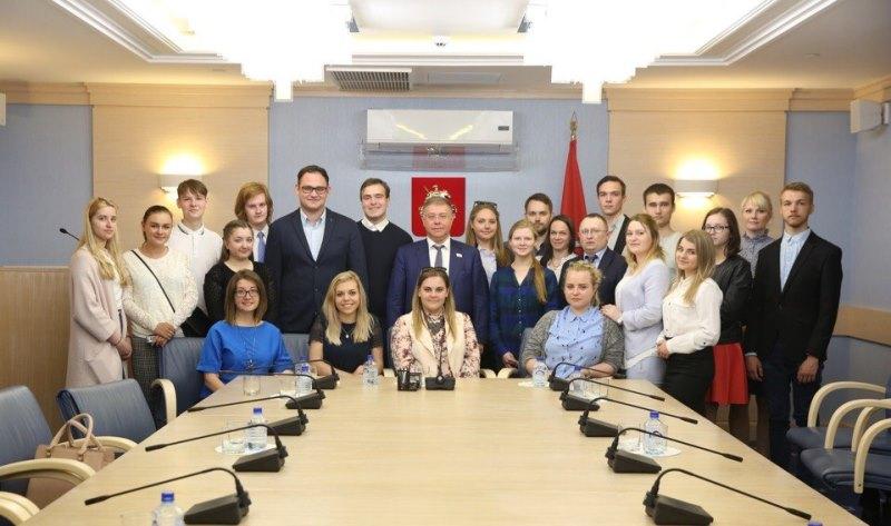Молодые парламентарии на встрече с депутатом МГД Степаном Орловым