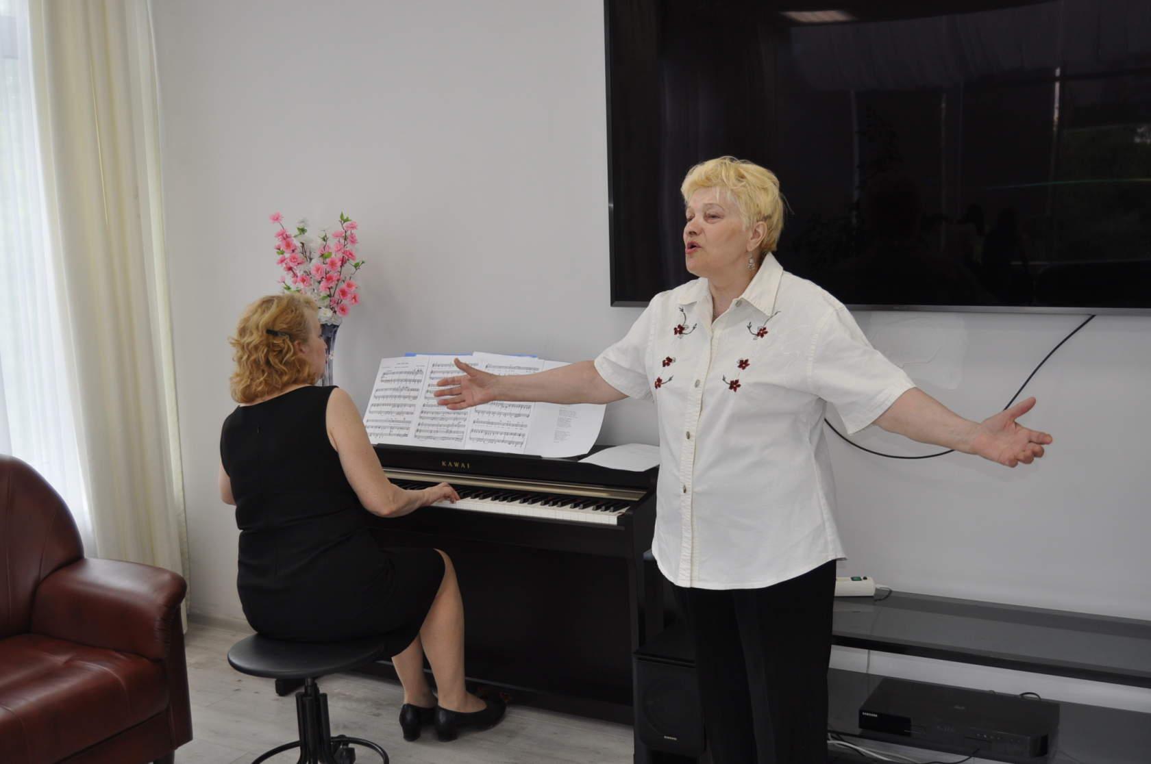 Талантливая вокалистка