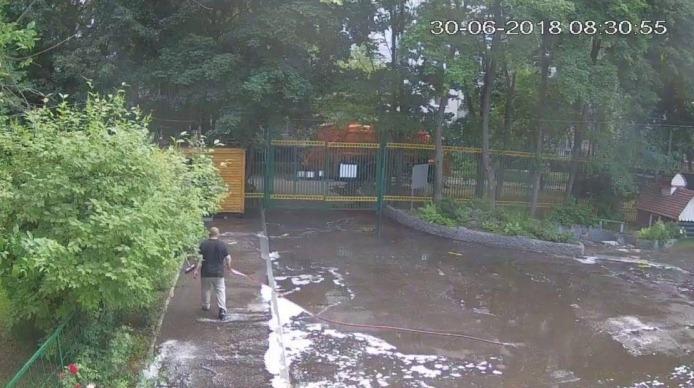 Уборка во дворе школы №939