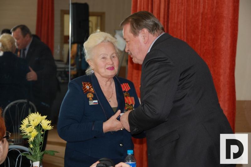 Вручение медалей, ветераны, Челышев