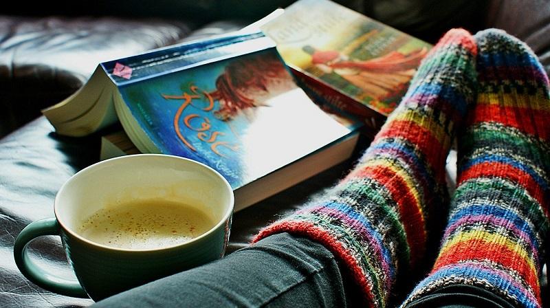 Носки, человек, книга, фото пиксабей