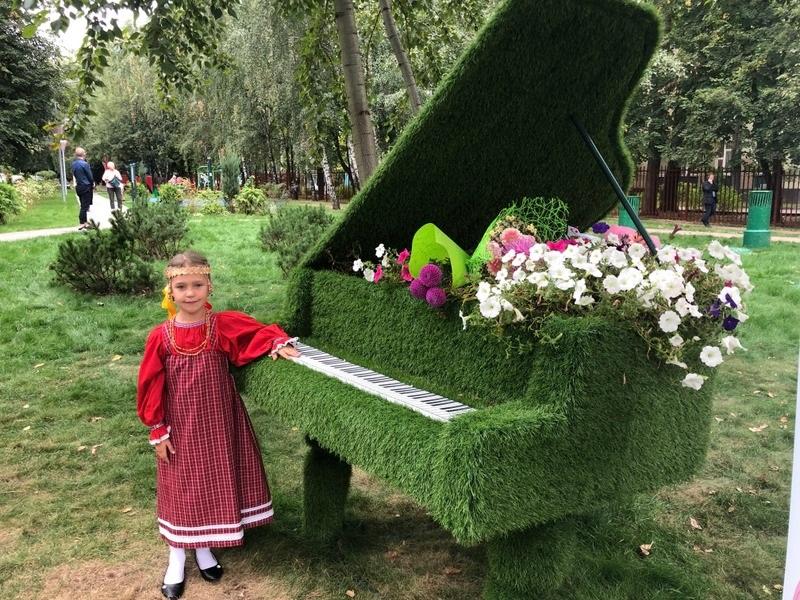 Сквер на шипиловской, зеленый рояль, ребенок, Орехово-Борисово