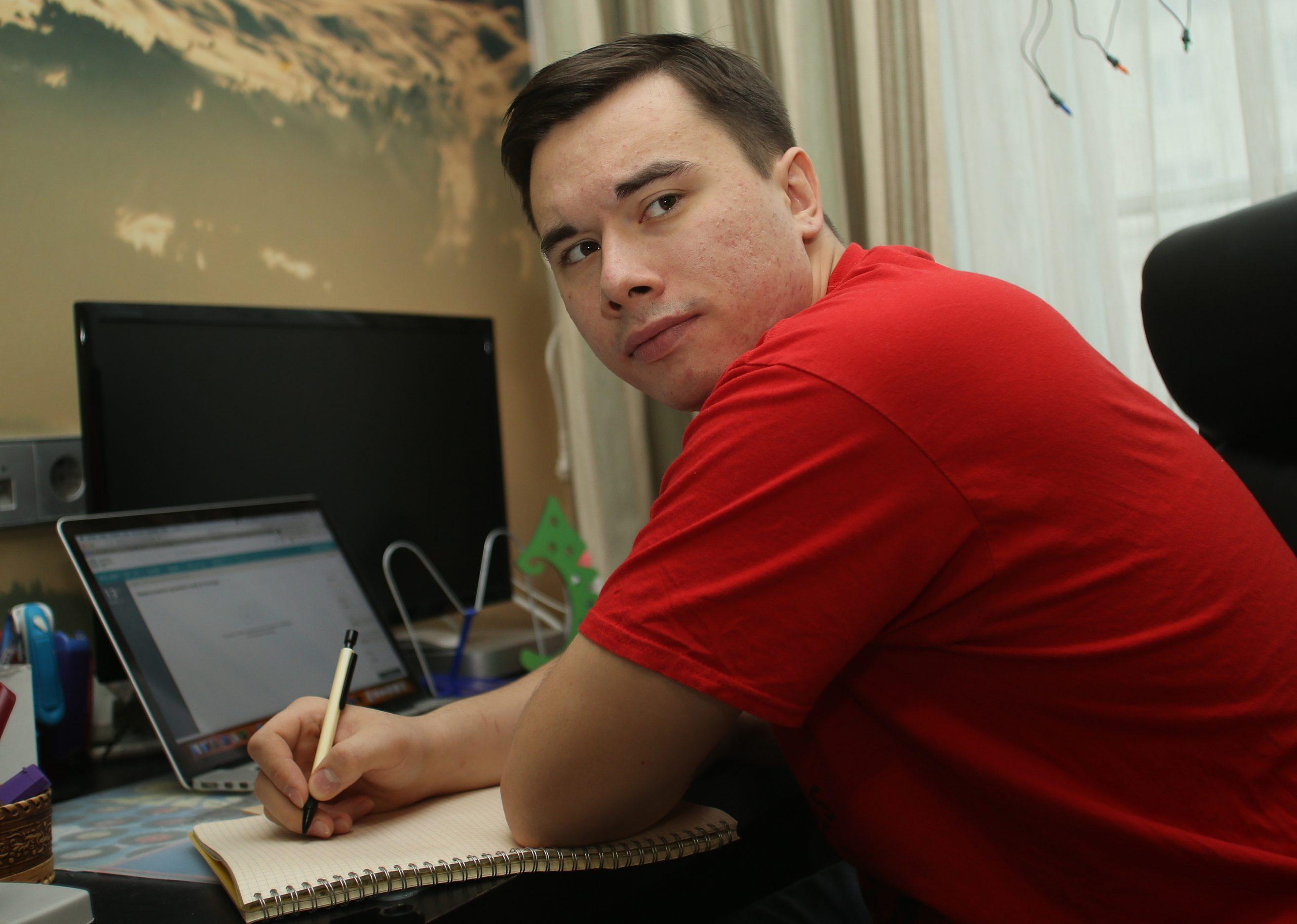День открытых дверей в виртуальном формате организуют педагоги колледжа имени Карла Фаберже. Фото: Наталия Нечаева, «Вечерняя Москва»